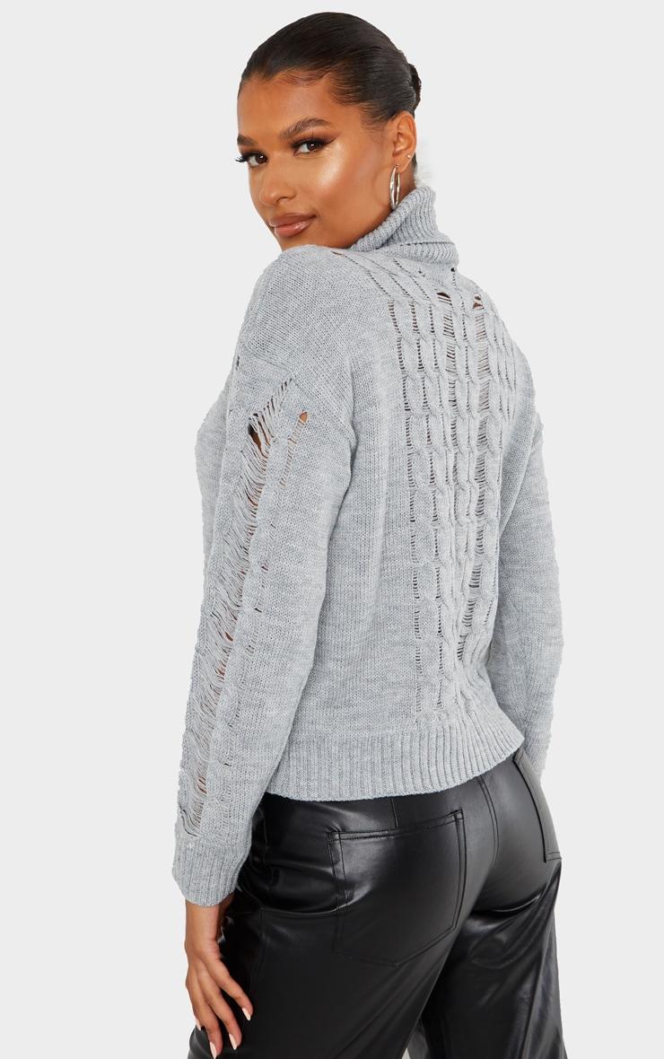 Pull en maille tricot grise à col roulé et détail déchiré 2