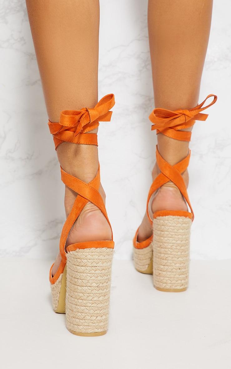 Sandales style espadrilles orange à plateforme et lacet 3