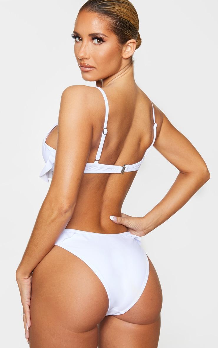 Top de bikini blanc à armatures et ourlet volanté 2