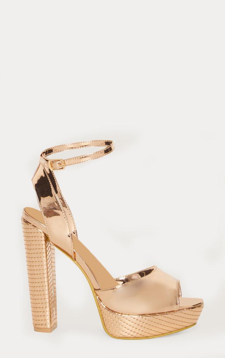Chaussures à talons plateformes dorées 3