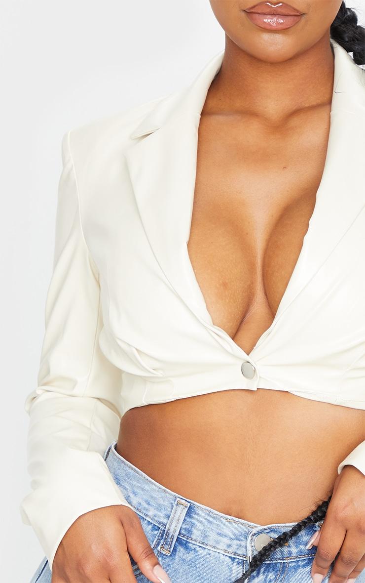 Veste courte cintrée en similicuir blanc 4