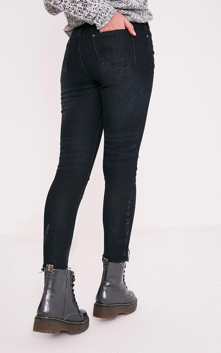 Khloe jean skinny noir taille haute à ourlet déchiré 4