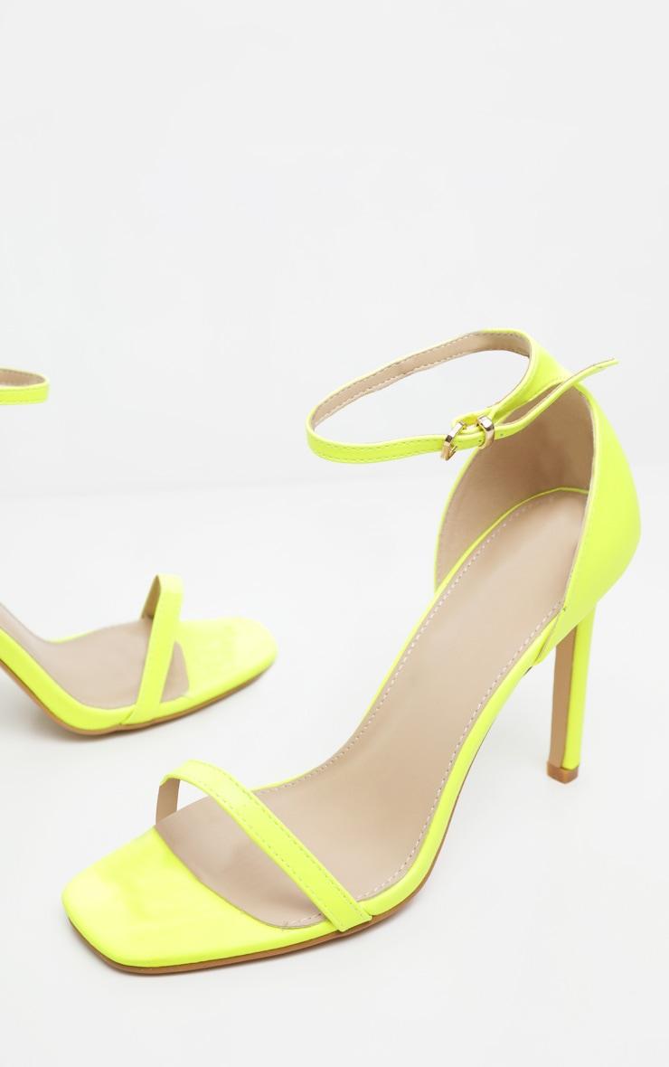 Sandales carrées à brides fines citron fluo 4