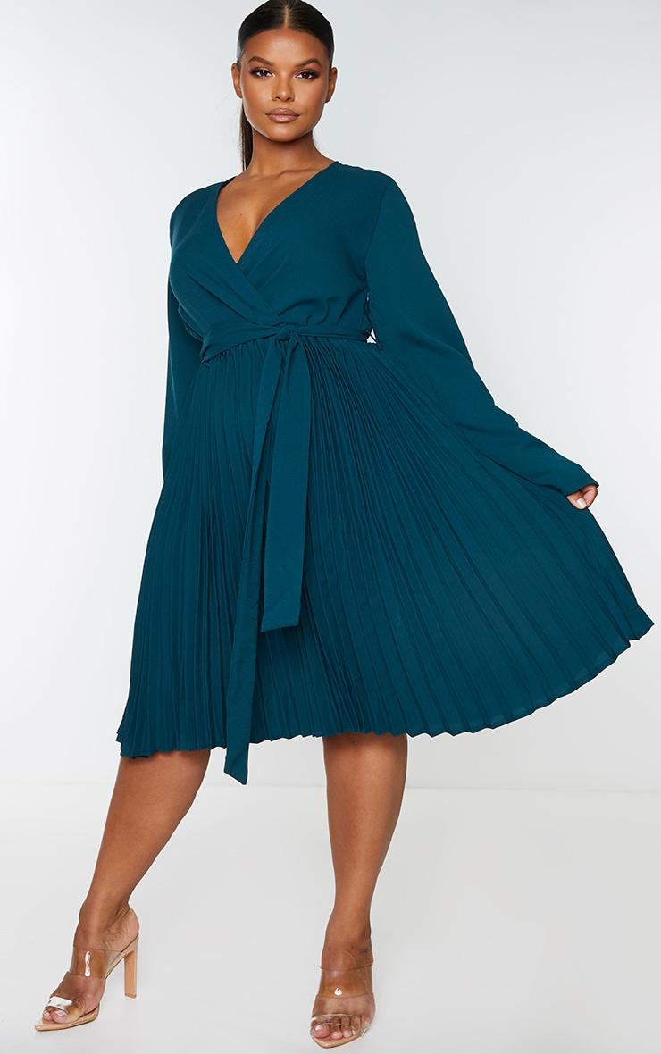 PLT Plus - Robe vert émeraude mi-longue plissée à manches longues 1