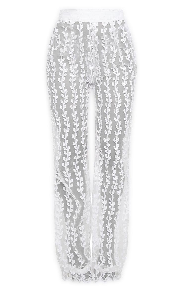 Pantalon jambes évasées blanc transparent en dentelle 5