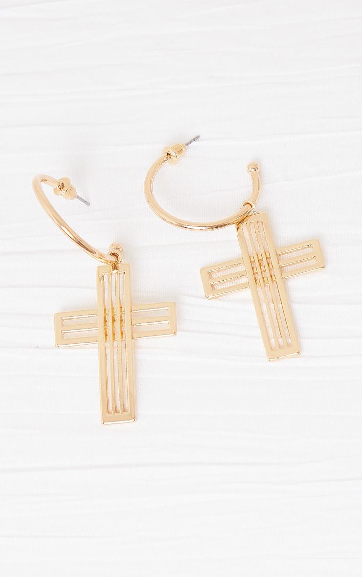 Créoles dorées à pendentif croix découpé 2