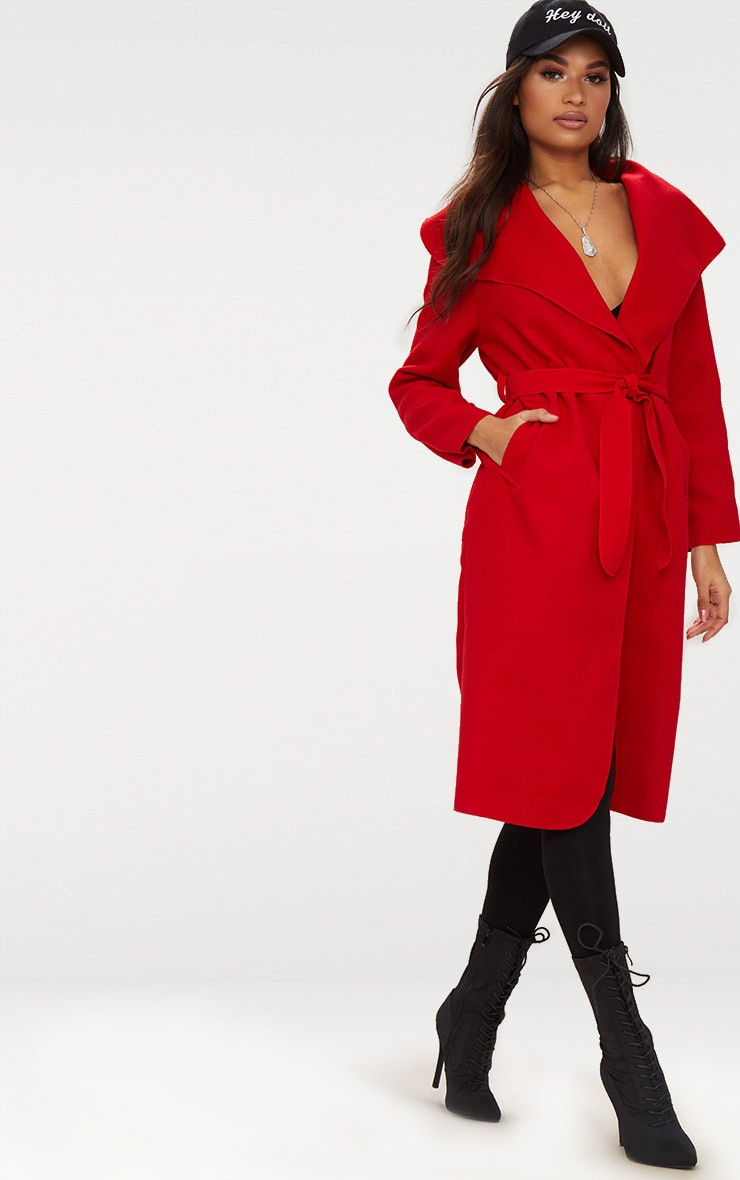 Manteau oversize effet cascade rouge à ceinture 1