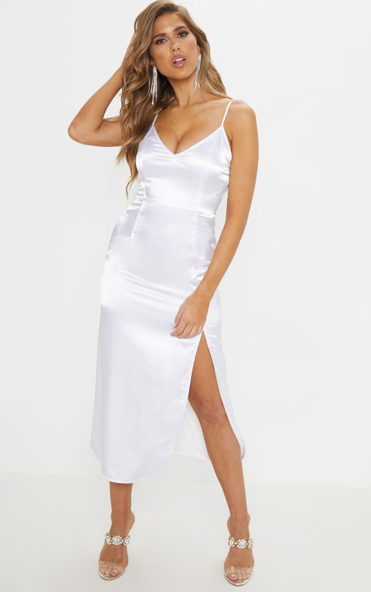 Robe nuisette satin e blanche robes prettylittlething fr - Adresse mail reclamation blanche porte ...