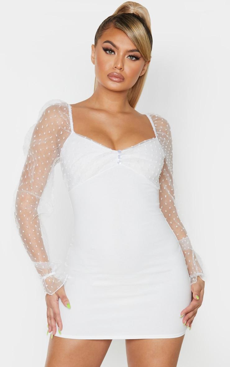 Robe moulante en mesh blanc à pois et manches ballon 1