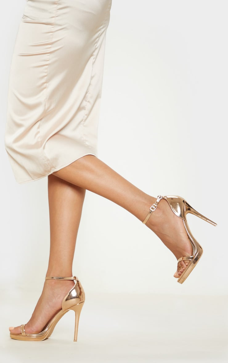 Sandales à talons et bride unique rose gold  2
