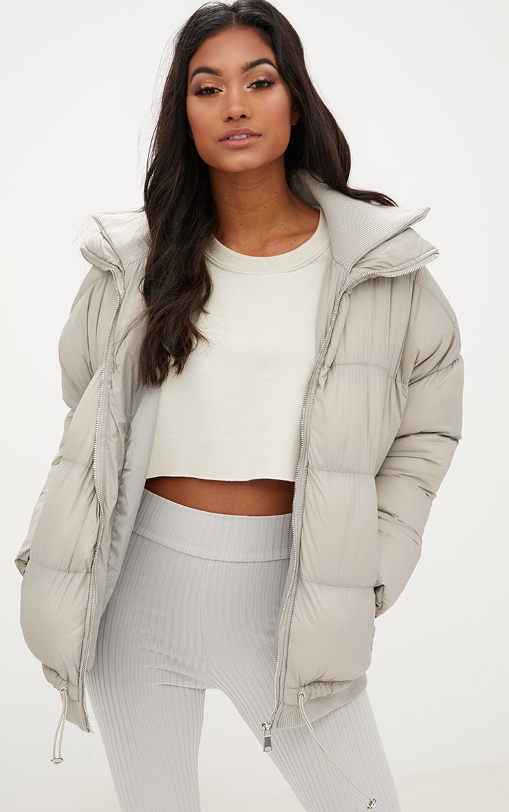 Grey Oversized Puffer Jacket with Zip Pockets 1