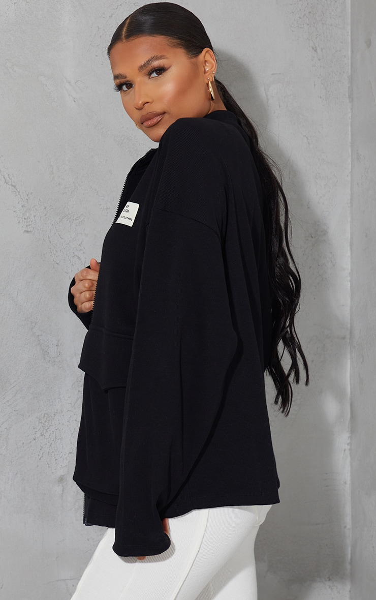 PRETTYLITTLETHING - Veste noire côtelée à poche devant et badge New Season 2