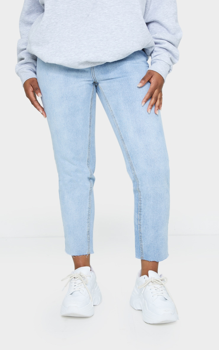 PRETTYLITTLETHING Petite Light Blue Wash Raw Hem Cropped Slim Mom Jeans 2