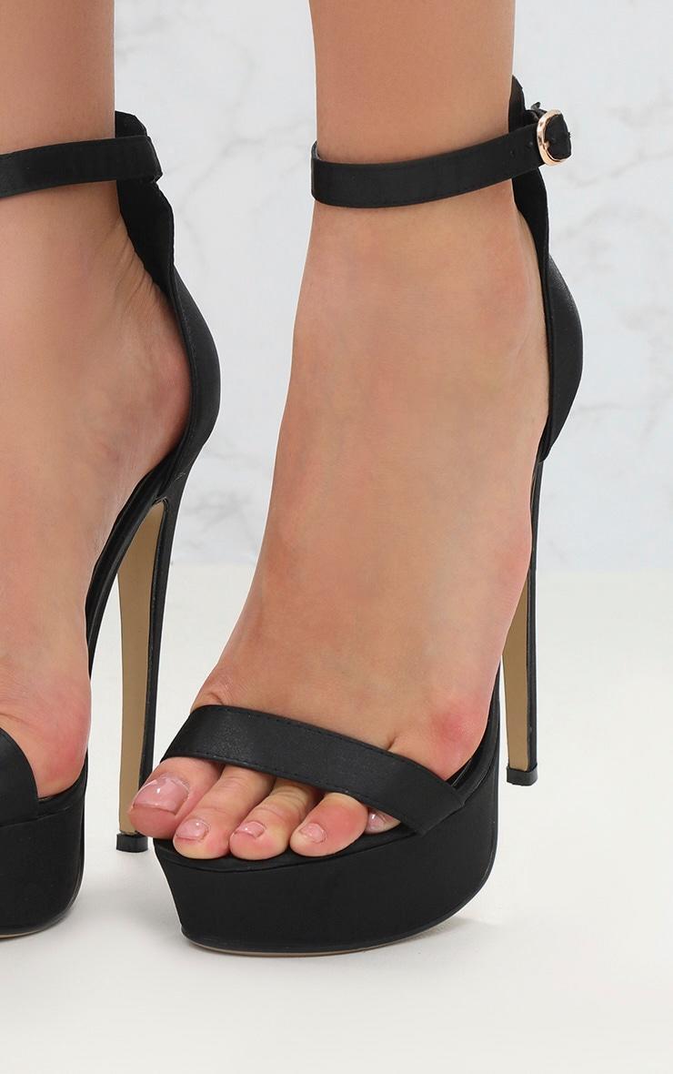 Sandales satinées noires à talons plateformes 5