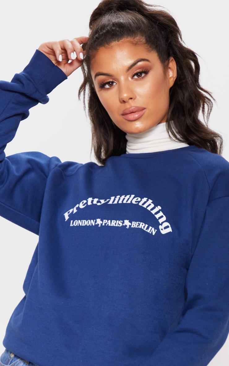Sweat oversize bleu marine à slogan écriture PrettyLittleThing Europe 5