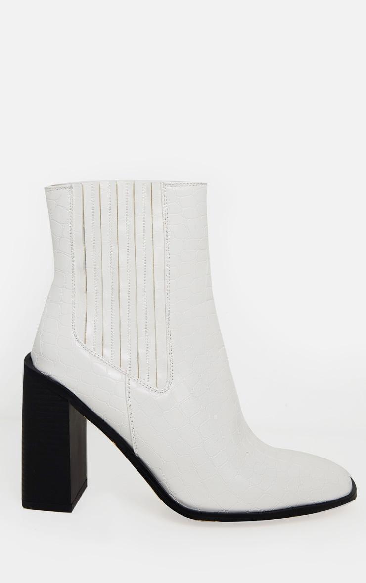 Bottines blanches carrées style western effet croco à talon bloc  3