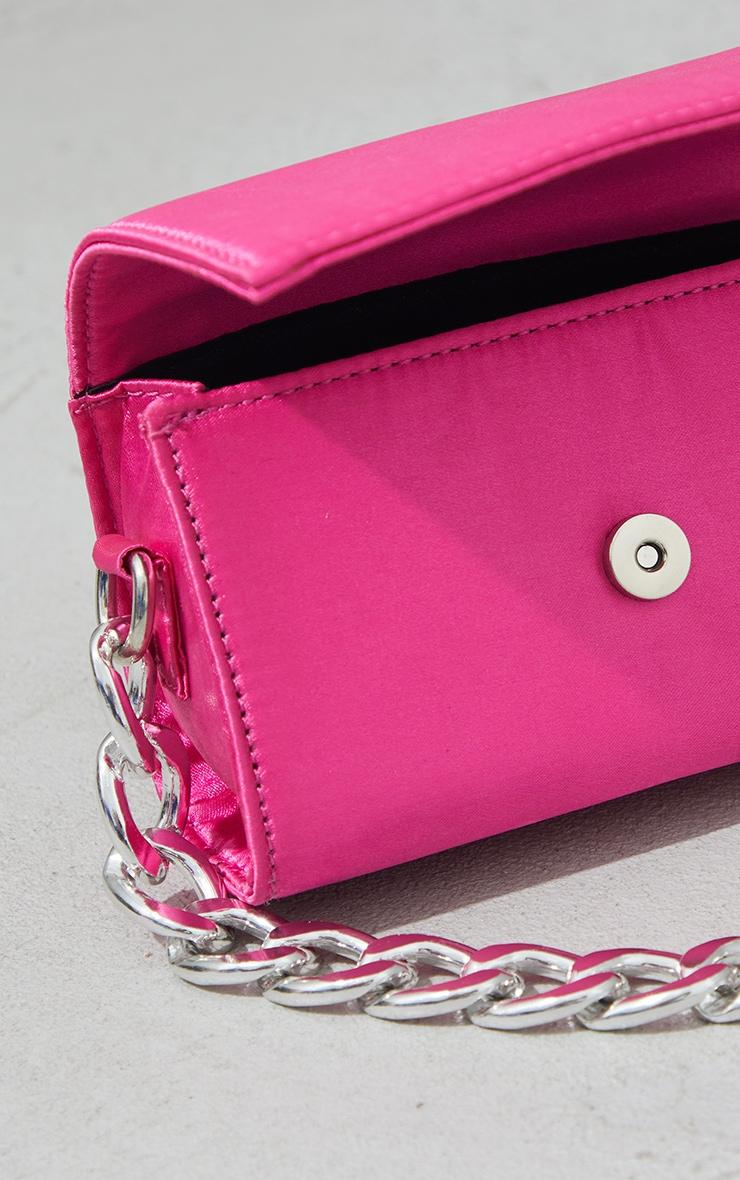 Mini-sac rose vif satiné à chaîne argentée 3
