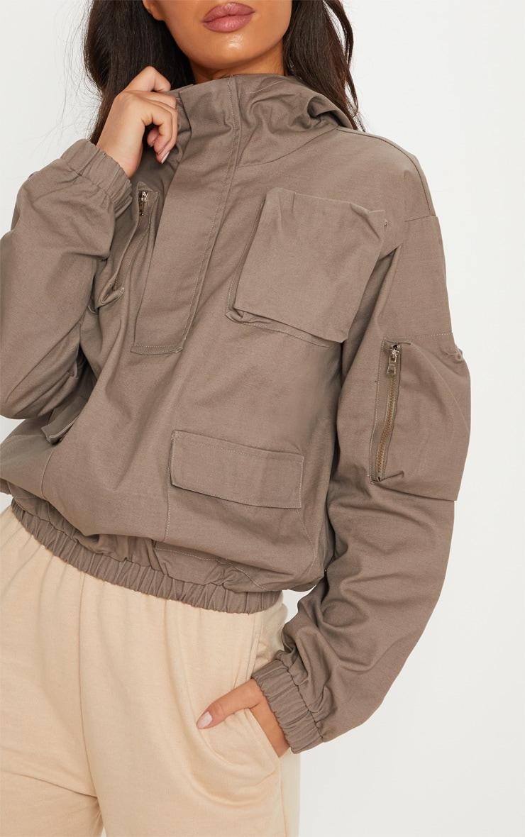 Hoodie gris à poche frontale 6
