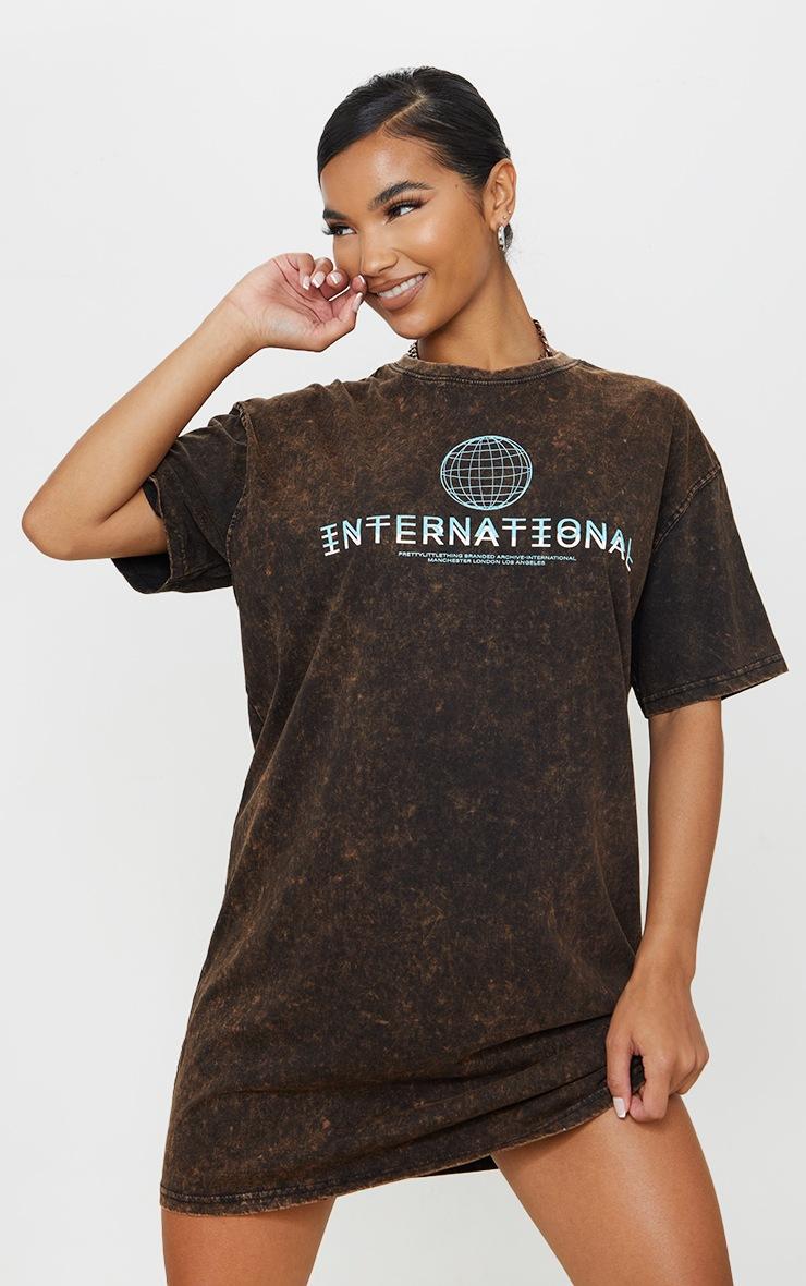 PRETTYLITTLETHING Rust Acid Wash International Slogan Oversized T Shirt Dress 3