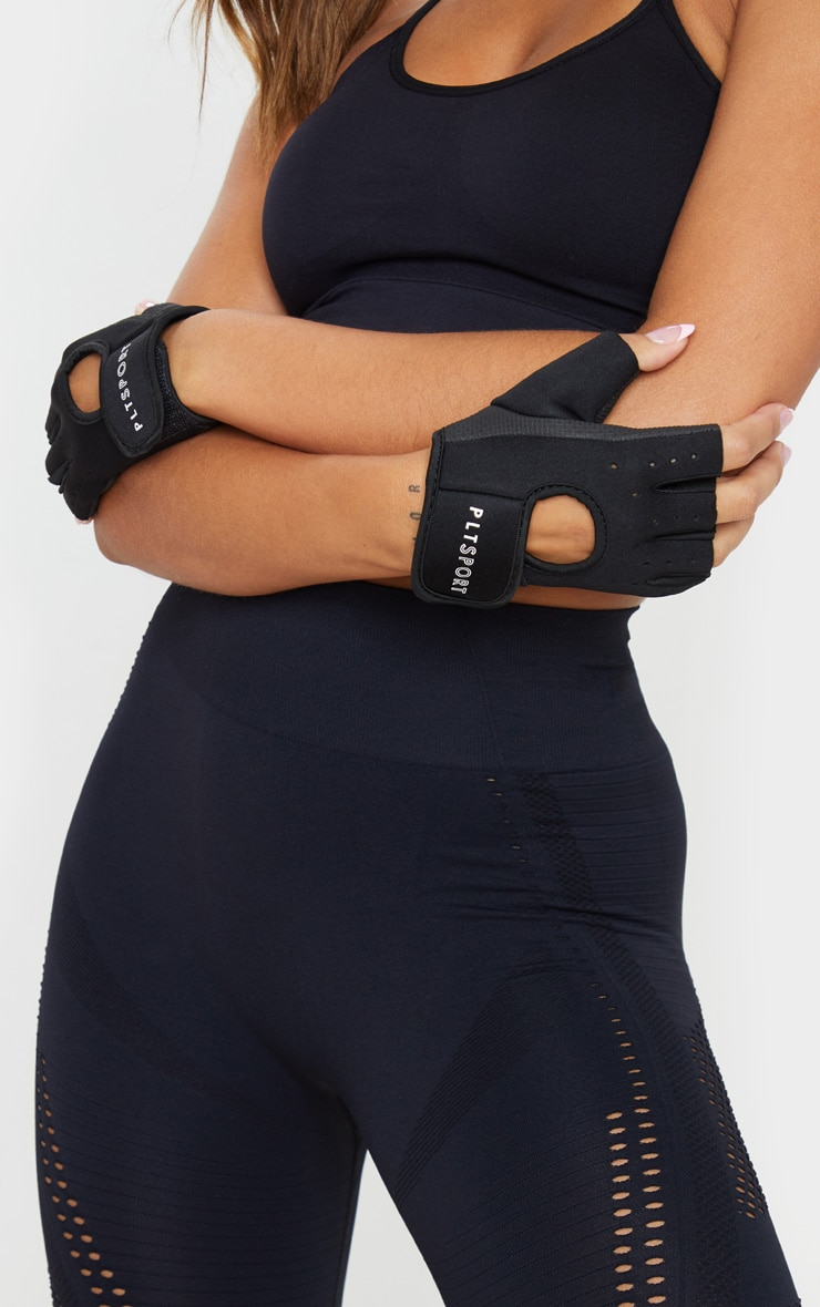 PRETTYLITTLETHING Black Training Gloves 1