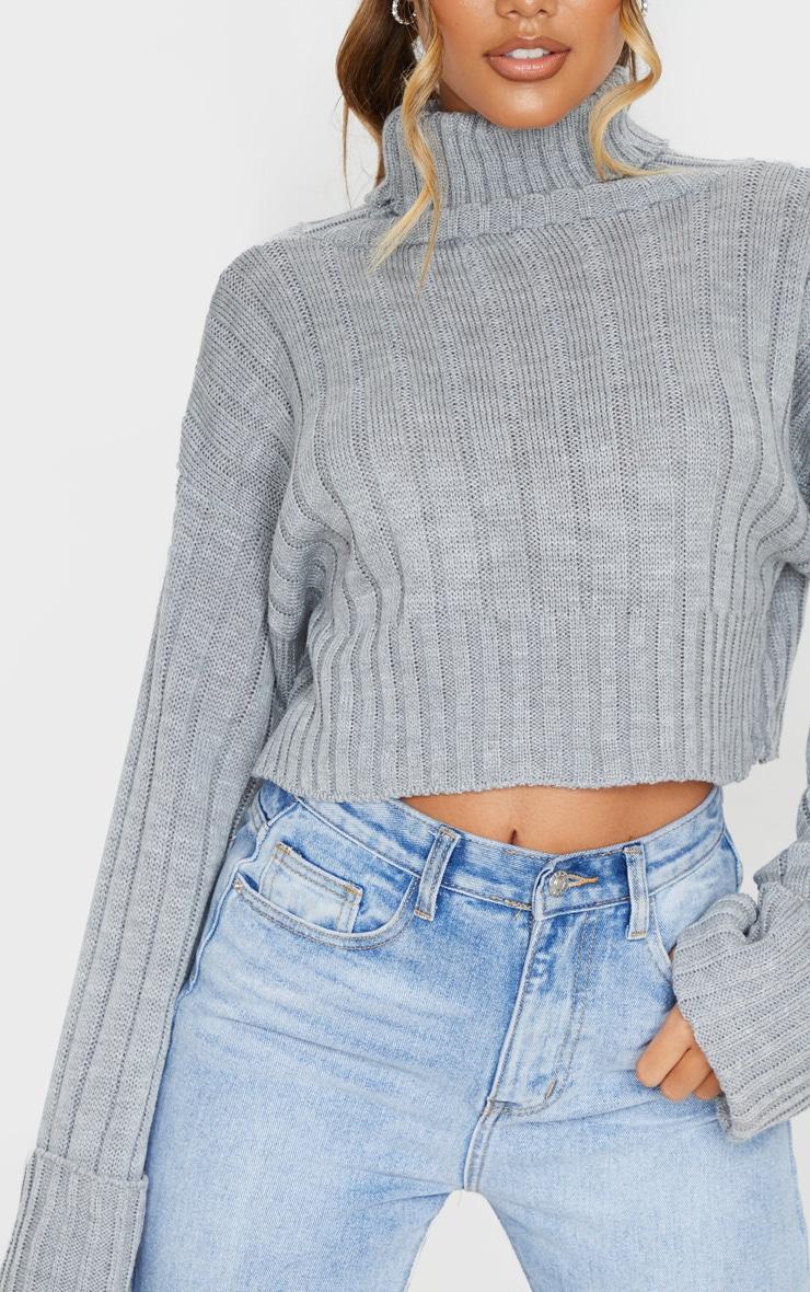 Pull court en maille tricot côtelée grise 4