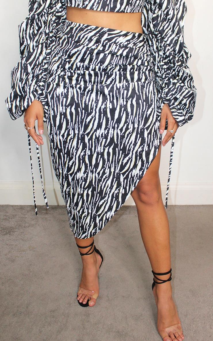 Shape - Jupe mi-longue froncée devant à imprimé zébrures noir 2