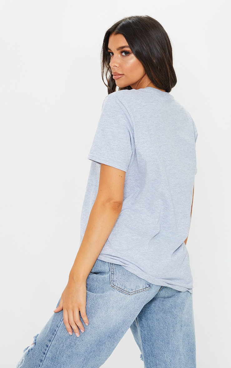 PRETTYLITTLETHING Grey Circle Logo Embroidered T Shirt 2