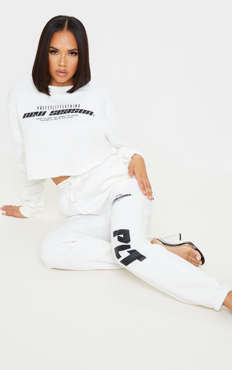 PRETTYLITTLETHING Cream New Season Slogan Cropped Sweater 4