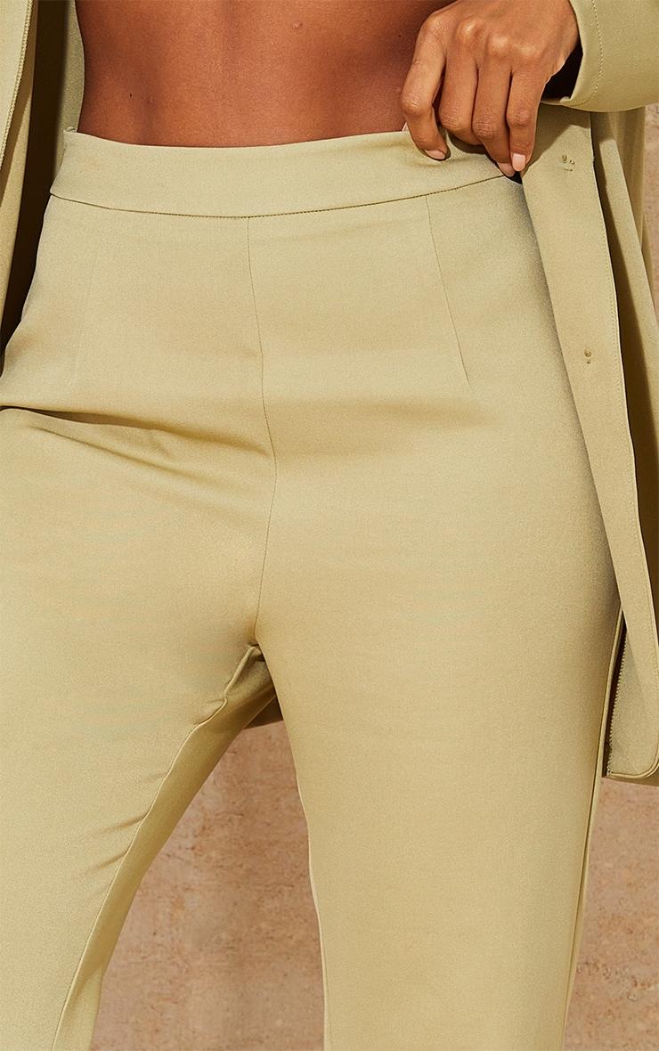 PRETTYLITTLETHING - Pantalon de tailleur évasé tissé kaki sauge à taille haute 4