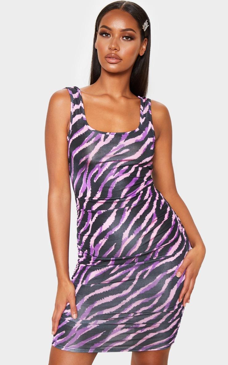 Robe slinky moulante sans manches lilas froncée derrière à imprimé tigrures  2