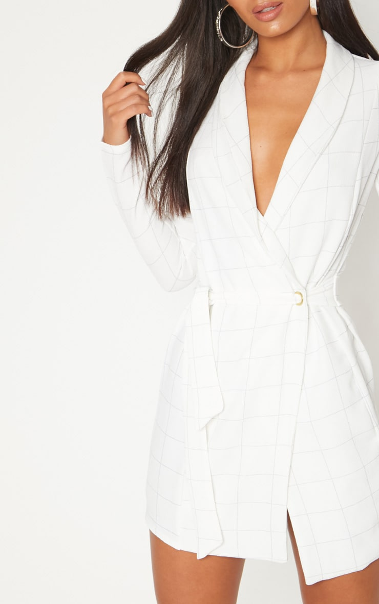 Robe manches longues blanche à carreaux style blazer 5