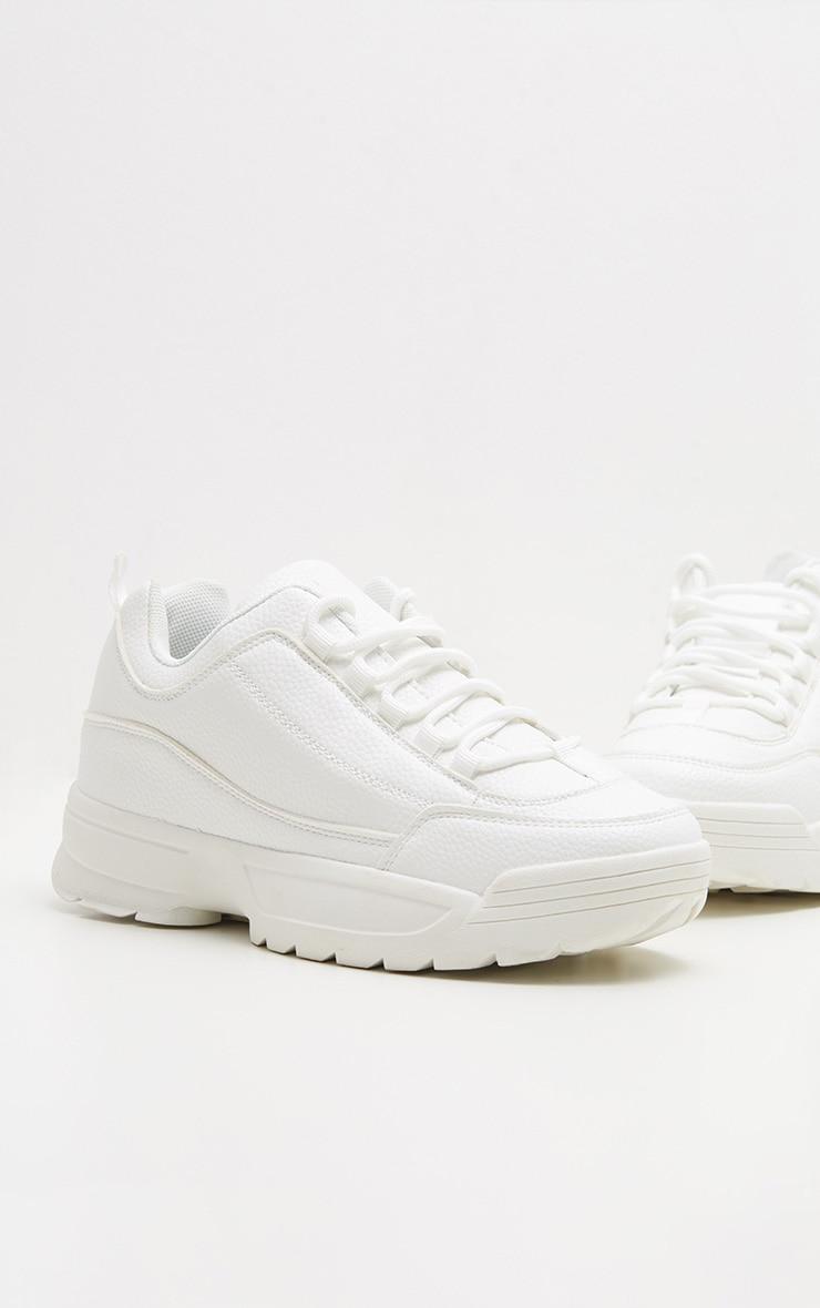 Baskets blanches à crampons et semelle épaisse 3