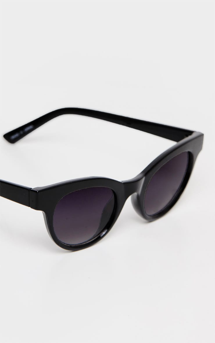 Black Large Frame Sunglasses 4