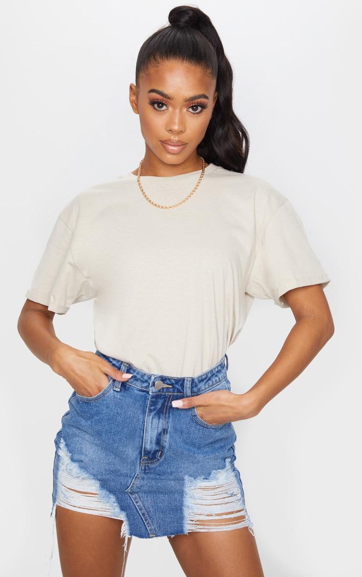 Mini-jupe en jean moyennement délavé déchiré 1