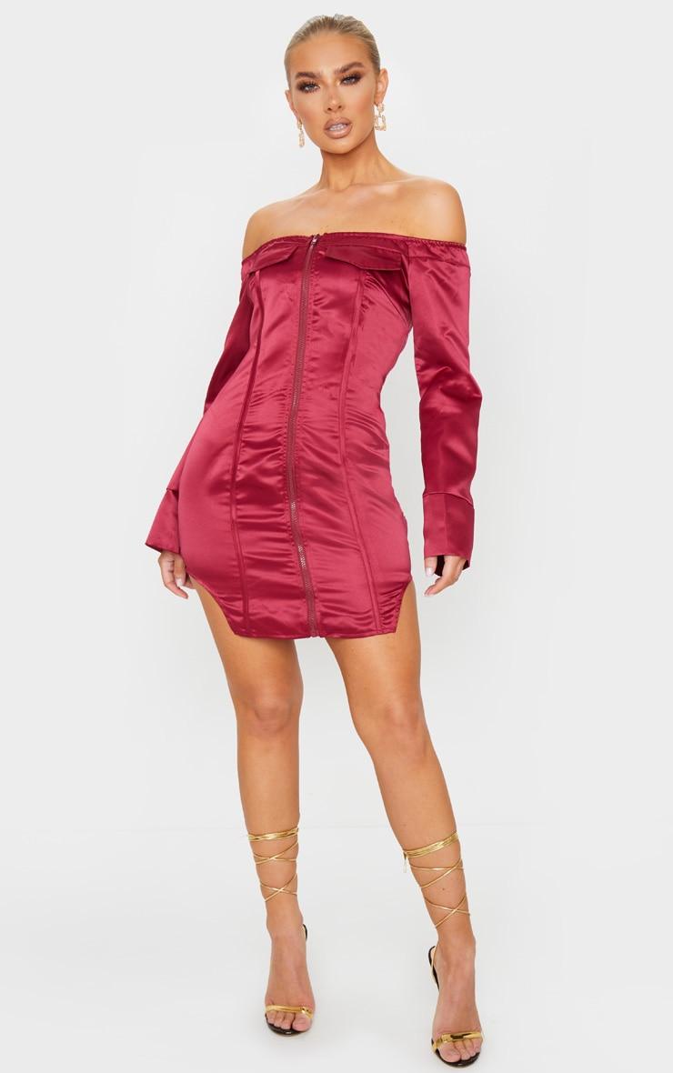 Robe moulante en maille bordeaux à zip et détail coutures 1
