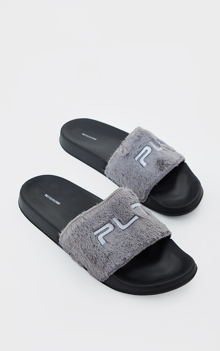 PRETTYLITTLETHING Grey Short Faux Fur Slides 4