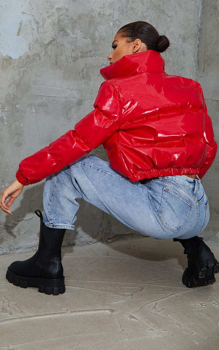 معطف قصير من الفينيل بتصميم منفوخ بلون أحمر 2