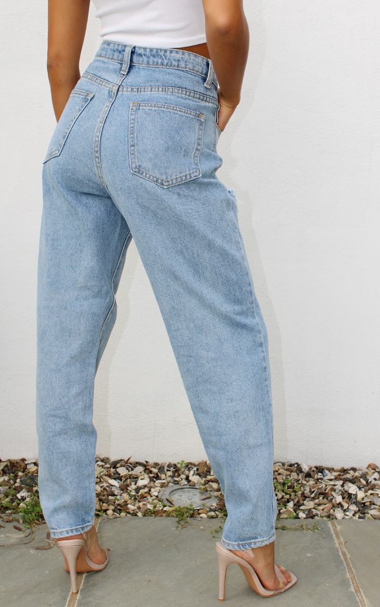 PRETTYLITTLETHING Petite Light Blue Wash Thigh Distressed Mom Jean 3
