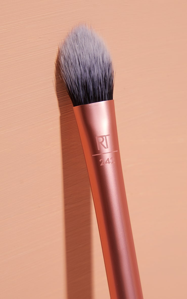 Real Techniques Brightening Concealer Brush 2