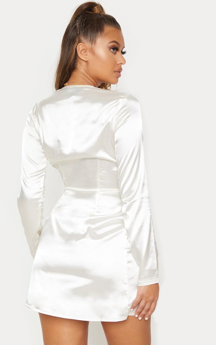 Robe moulante blanche à décolleté plongeant et effet torsadé 3