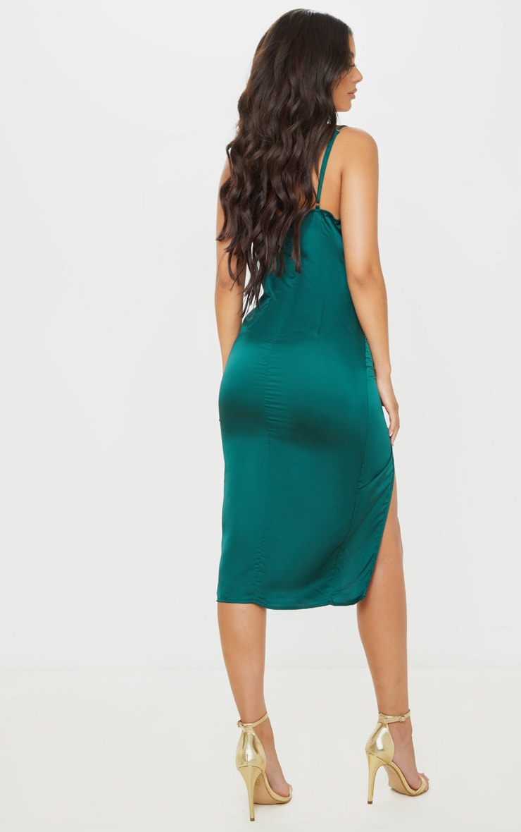 Robe mi-longue satinée vert émeraude à col bénitier 2