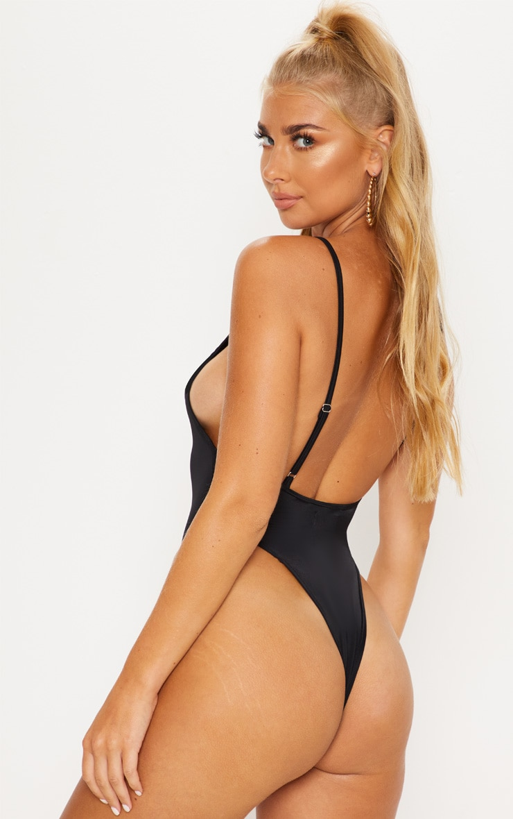 Black Minimal Basic Swimsuit 3