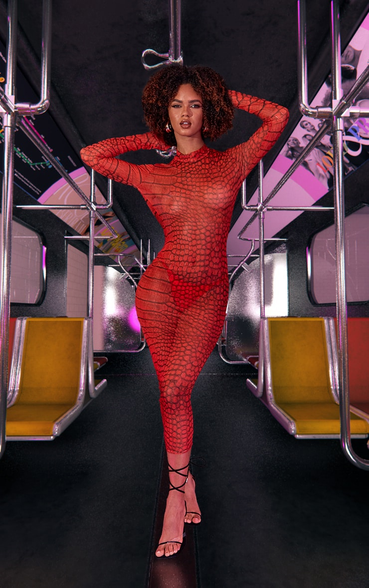 Robe longue en mesh rouge imprimé croco 3