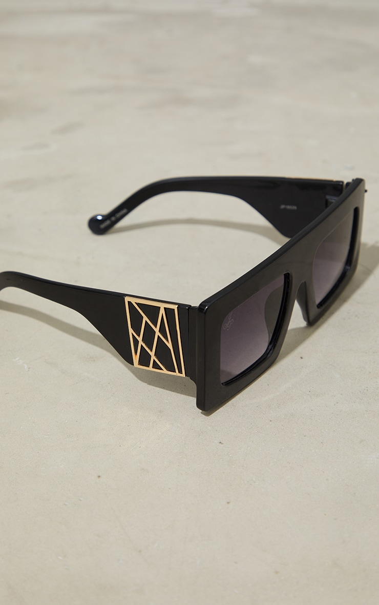 Jeepers Peepers Black Chunky Gold Side Detail Sunglasses 2
