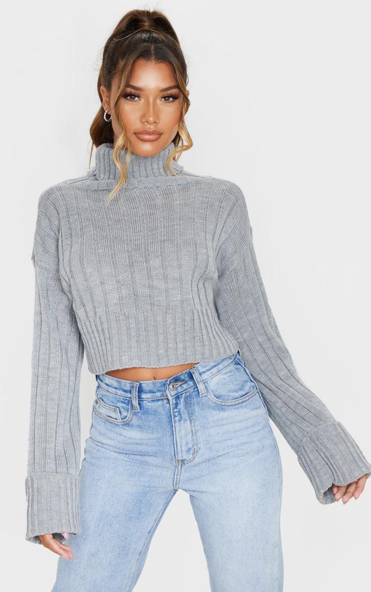 Pull court en maille tricot côtelée grise 1
