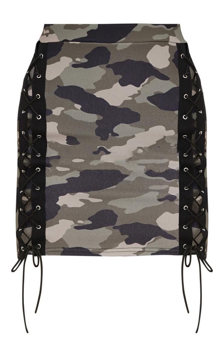 Mini-jupe à imprimé camouflage kaki et laçages devant 3