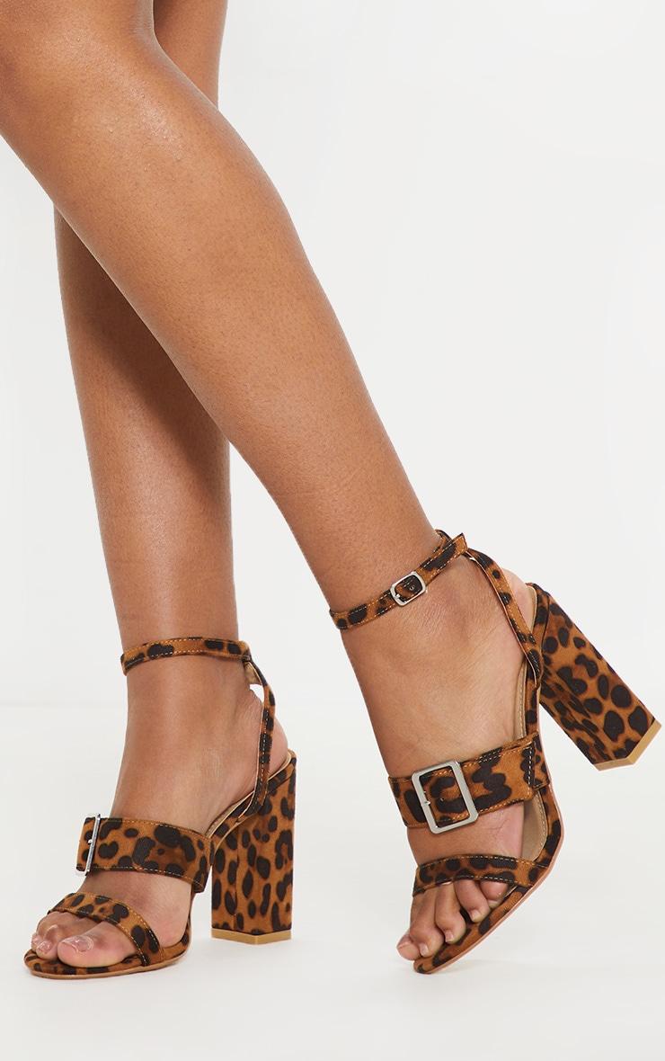 Sandales imprimé léopard à talons carrés et brides boucles 1