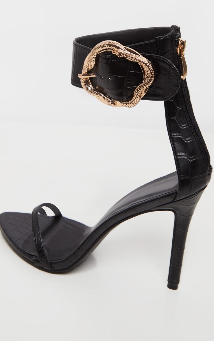 Sandales noires à large bride effet serpent à boucle  5