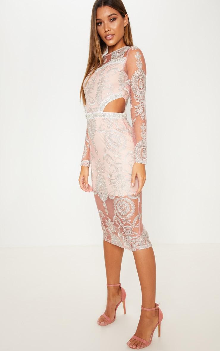 Robe mi-longue rose pâle à détail dentelle et découpes 3