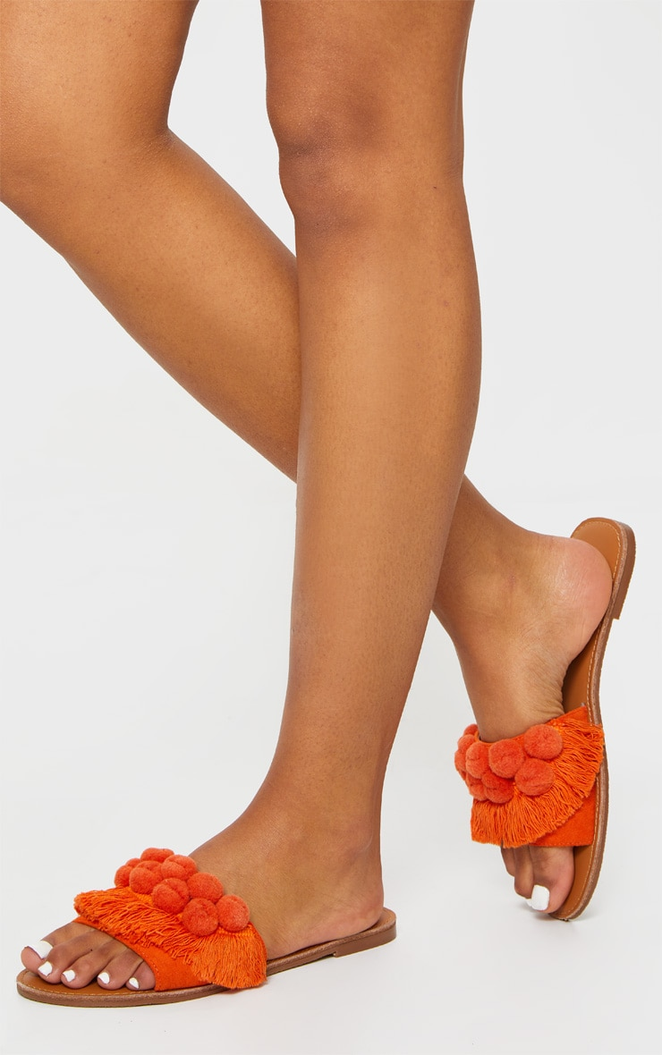 Claquettes à bride frangée orange à pompons 1